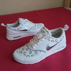 Women's Nike Air Max Thea Size 7